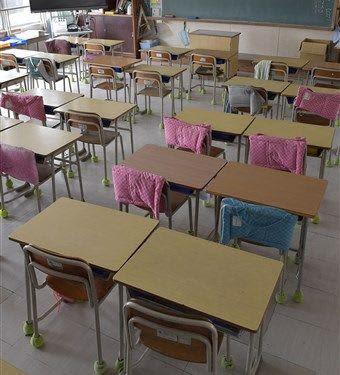 新型コロナウイルスの感染拡大を受け臨時休校となり、静まり返った教室=2日、熊本市内の小学校