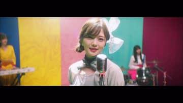乃木坂46、白石麻衣との最後の撮影に涙を流すメンバー続出。「しあわせの保護色」MV解禁!