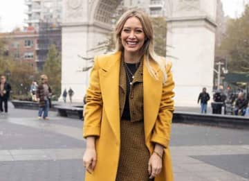 Hillary Duff In New York City Shooting 'Lizzie McGuire' Reboot