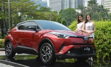 Toyota Motor unveiles a hybrid model of C-HR suport utility vehicle in Indonesia on Apr. 22, 2019. (NNA)