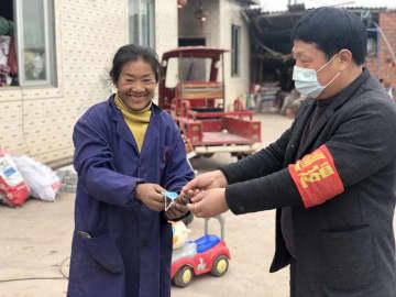 政府とボランティア、チベット族女性の困難を救う 四川省仁寿県