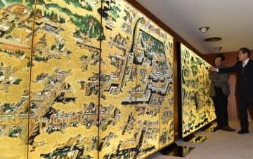 12日から成田空港に展示される「光る江戸図」=千葉市中央区