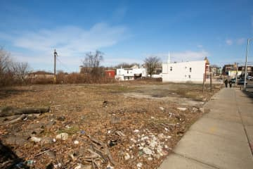 Empty lot at Kennedy Boulevard and 50th Street in North Bergen, which the township wants to develop. (Michael Dempsey/The Jersey Journal/)
