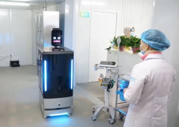 A Cheetah Mobile robot is used in a hospital in Zhengzhou, capital of Henan province. [Photo provided to chinadaily.com.cn]