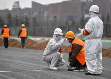 建設現場で感染症予防担当者として働く女性たち 陝西省