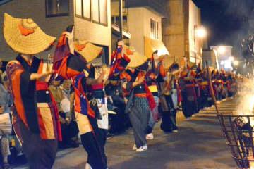 秋田県の「西馬音内の盆踊」