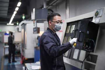 工業企業で進む操業再開 内モンゴル自治区フフホト市