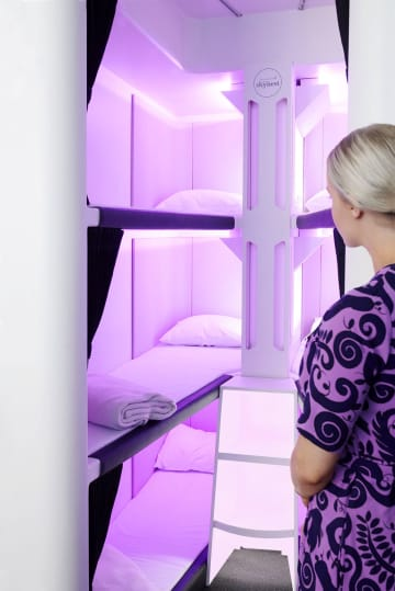 ニュージーランド航空が開発した3段ベッド「エコノミー・スカイネスト」(同社提供・共同)