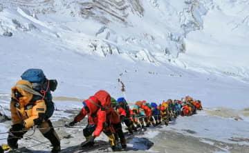 ネパール、エベレスト登山を禁止