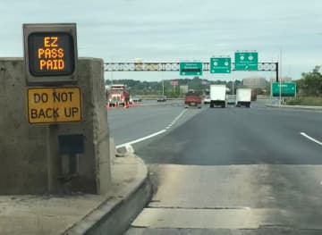 """The cost will be higher to see this """"toll paid"""" sign light up on the N.J. Turnpike and Garden State Parkway if a proposal is passed next month. (Larry Higgs/)"""