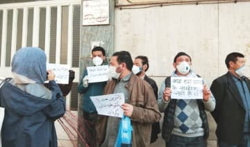 Indian nationals protest in front of their embassy in Tehran on Thursday. The coronavirus death toll has crossed 500 in Iran. (AN photo by Kayvann Shah)
