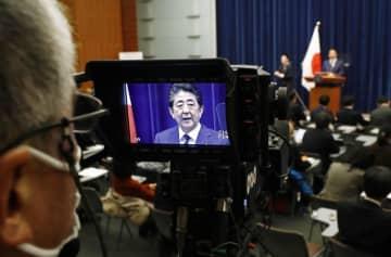 記者会見する安倍首相=2月29日、首相官邸