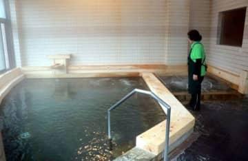 リニューアルオープンしたあば温泉のヒノキ風呂