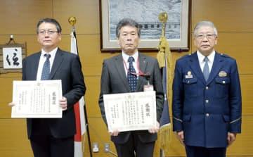 (左から)金原健副支店長、垳田篤局長、新井共実署長=草加署