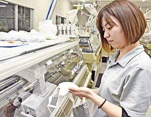 川俣産「抗菌マスク」販売開始 ミツフジ、1カ月に5万枚製造
