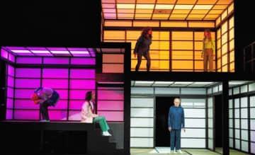 ミュンヘンの公立劇場で上演された岡田利規作・演出の「The Vacuum Cleaner(掃除機)」(C)Julian Baumann