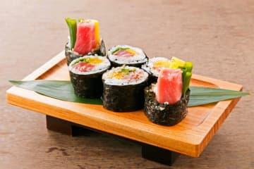 寿司・天ぷら・刺身と幅広い品揃え豊富な大衆寿司酒場「町鮨とろたく」が川越に登場
