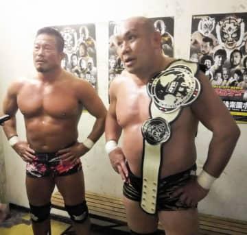 スーパー・タイガー、関本大介組を破った(右から)藤田和之、杉浦貴=後楽園ホール
