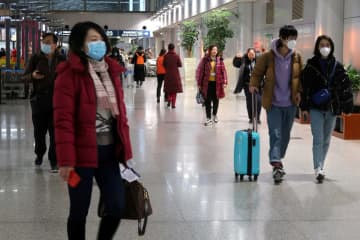 Passengers wearing masks are seen at the terminal hall of the Beijing Capital International Airport, in Beijing, Jan 23, 2020. [Photo/Agencies]