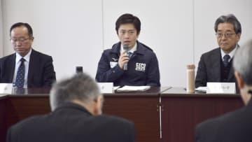 大阪府の新型コロナウイルス対策本部会議で発言する吉村洋文知事(中央)=20日、大阪市