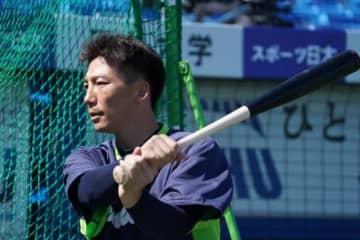 ヤクルト嶋が右手親指付近を骨折、長期離脱か 阪神との練習試合で中田から死球