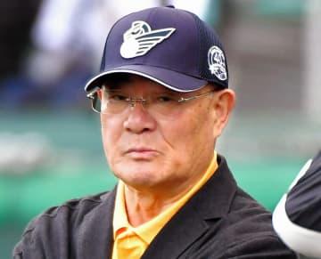張本勲氏、死球で骨折のヤクルト・嶋に注文「背中で受けないと」