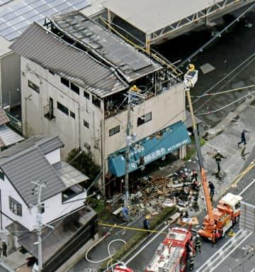 東大阪の店舗兼住宅焼け3人搬送