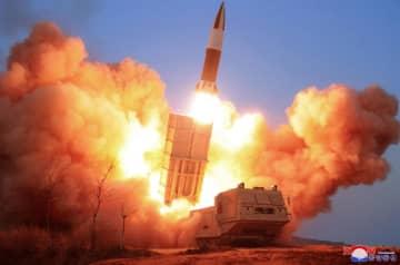 北朝鮮が21日に発射したミサイル。朝鮮中央通信は「戦術誘導弾」としている(朝鮮中央通信=共同)