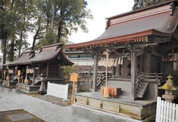 市有形文化財に指定された(右から)愛宕神社、八幡神社、総社宮