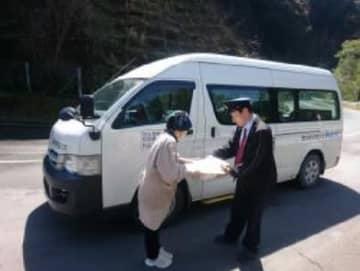 佐川、ヤマト、郵便/初の3社共同貨客混載で宅配便配送