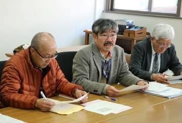 被爆2世、3世の援護を要望する各団体の関係者=長崎市役所