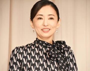 『甘いお酒でうがい』で主演を務めた松雪泰子