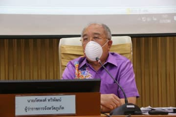 Phuket governor Pakkhapong Thawiphat on Tuesday reports nine new coronavirus infections,  six Thais and three foreigners, lifting the total to 26. (Photo by Achadtaya Chuenniran)