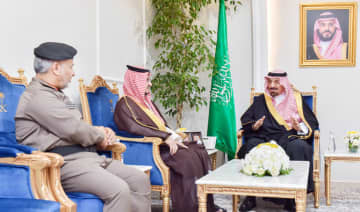 Najran Gov. Prince Jalawi bin Abdul Aziz bin Musaed receives top regional officials to review the steps taken to curb coronavirus in the region. (SPA)