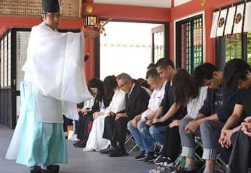 撮影の安全と成功を祈願 映画「島守の塔」の萩原聖人さん、吉岡里帆さん出演者