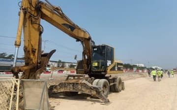A stretch of National Road 5 in Cambodia is renovated by the Japan International Cooperation Agency to restore the southern portion from Kandal to Pursat provinces. (Khmer Times photo)