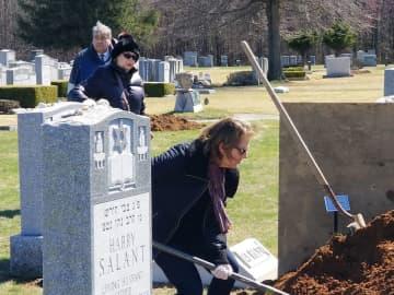 My uncle's heartbreaking burial during coronavirus: Saying goodbye from 6 feet away.