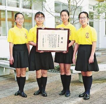 こども音楽コンクールの小学校・重唱部門で日本一になった会津小学校合唱部の(左から)山嵜日菜乃さん、桑原美優さん、坂本陽菜さん、多部こはるさん