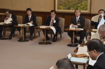 西日本豪雨からの復興状況などを確認した県復興本部会議=26日、県庁