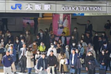 新型コロナ対策でマスクを着用する人々 (C)日刊ゲンダイ