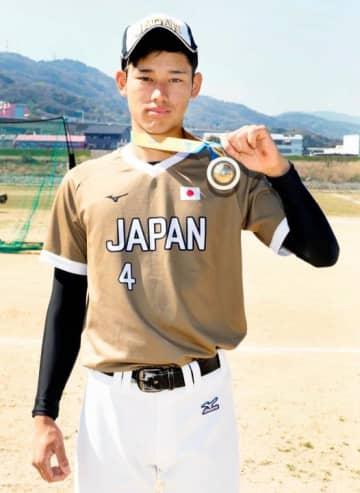 男子ソフトボールU18W杯で日本代表として活躍し優勝に貢献した八木孔輝=25日、松山市井門町