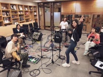FAITH、パワフルなスタジオライブを披露!「こんなときこそ音楽を止めずに…」