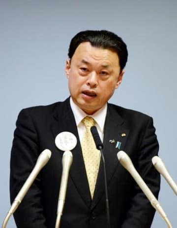 記者会見で東京への移動自粛を呼び掛ける丸山知事