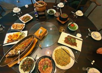 地元レストランの「テーブル改革」 安徽省黄山市