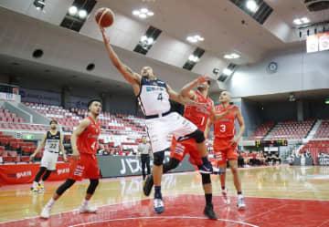 無観客で行われたバスケットボール男子Bリーグの千葉―宇都宮の試合=14日、千葉県船橋市総合体育館