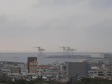 沖縄の天気予報(3月28日)沖縄本島と先島 曇りや雨、所により雷を伴い非常に激しく降る