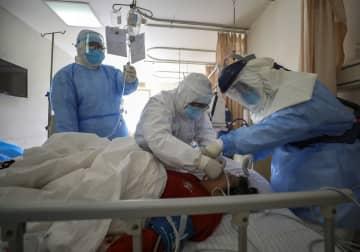 新型ウイルス肺炎が世界に拡大 武漢市の病院(写真:AP/アフロ)