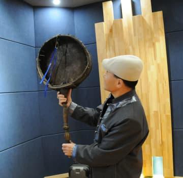 収集家が集めたモンゴル族の古い楽器 内モンゴル自治区
