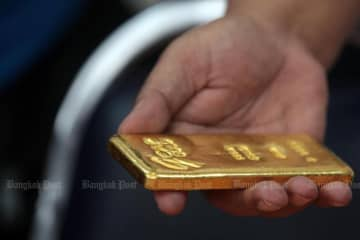 The spread of gold bar prices has been adjusted to 200 baht from 300 baht starting from Saturday. (Post Today photo)