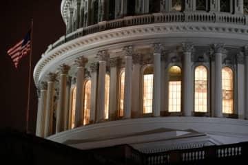米、2兆ドル超の新型コロナ経済対策法成立 企業支援など盛る 画像